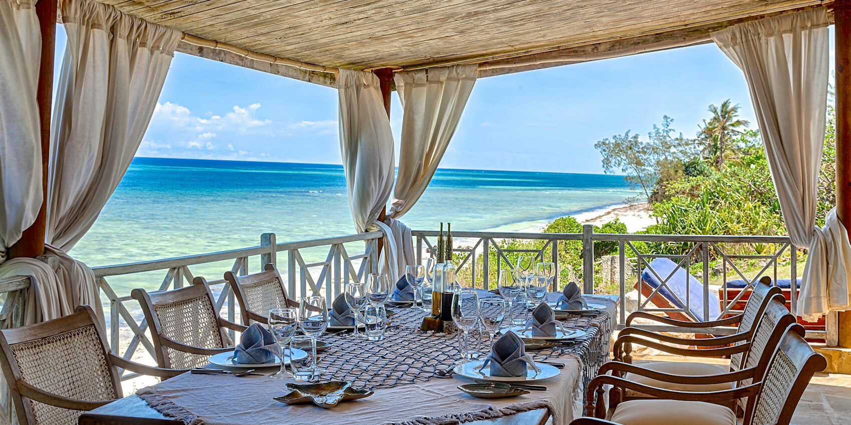 Asante-Travel--afajiri-cliff-villa-outdoor-dining